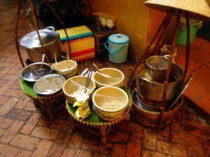 """Puesto en un """"patio de comidas"""" de Saigón."""