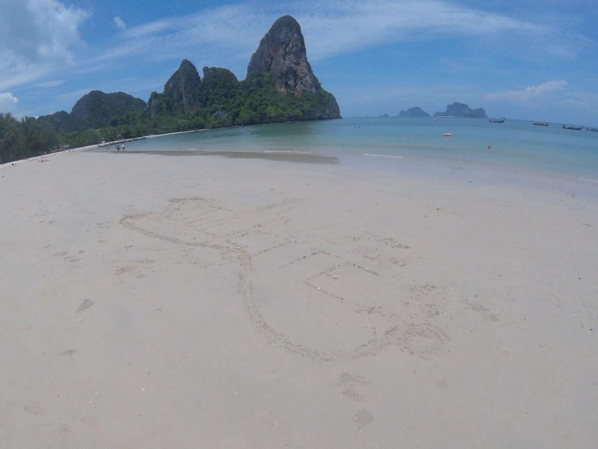 J+269 Écrire Juliette sur le sable…