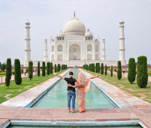 J+350 Une photo devant le Taj Mahal !