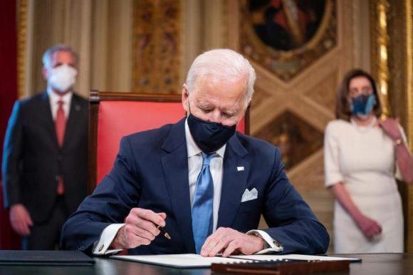 EEUU: Diario Los Angeles Times informa que Biden reanudará remesas y viajes a Cuba
