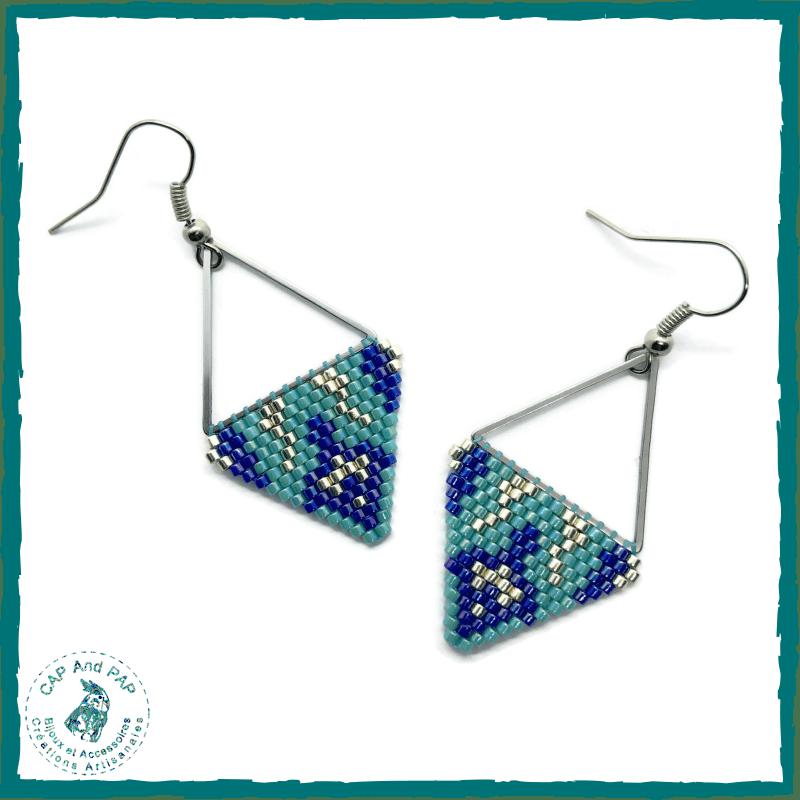 Boucles d'oreilles turquoise, bleues et argent , Perles en verre tissées à la main, Légères et colorées