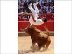 Salto mortal por um recortador. Navarra, Espanha, 2011
