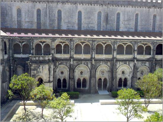 Claustro do Silêncio no Mosteiro de Alcobaça - Construído por D. Dinis - Capeia Arraiana