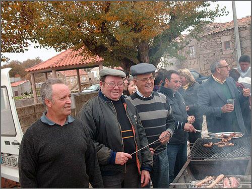 O convívio na Festa de Santa Catarina, na Rebolosa