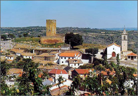 Vista do Castelo e Igreja de Longroiva