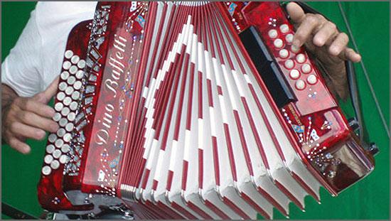 O tocador de concertina animava os bailes