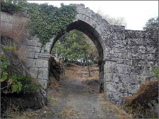 O que resta do castelo de Vila do Touro