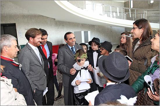 Jovens alunos com Álvaro Amaro na Câmara Municipal da Guarda
