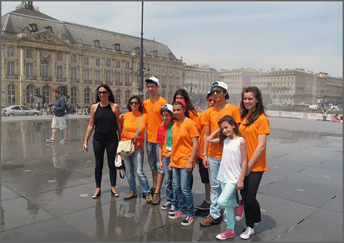 Os jovens com a vereadora da CM Pinhel, Lucília Monteiro