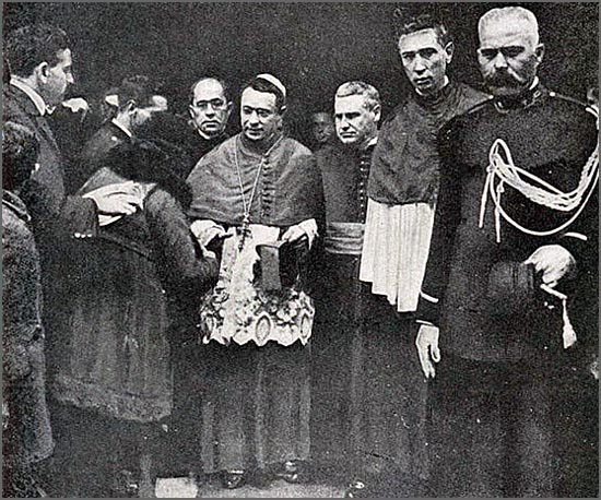 D. José Alves Matoso (ao centro) era Bispo da Guarda em 1918