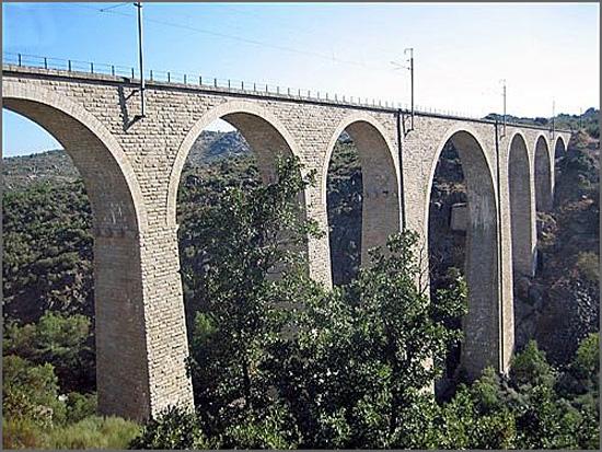 Vista parcial da ponte ferroviária sobre o Côa – (Ponte de ferro)