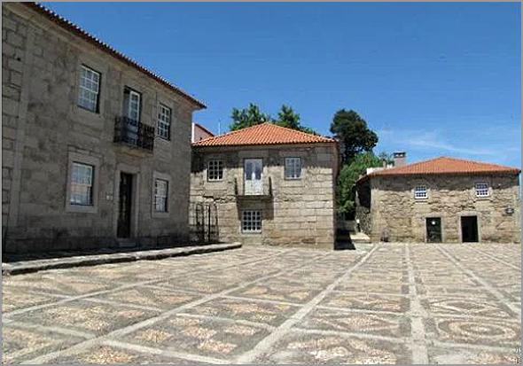 Calçada do Largo da Câmara Municipal do Sabugal - Capeia Arraiana