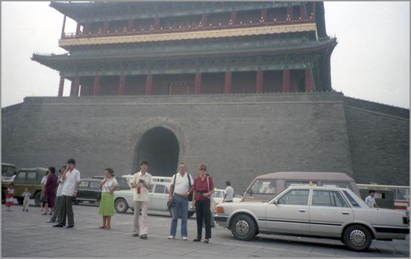 Em frente ao Palácio