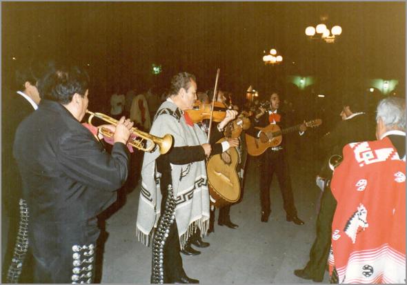 Os Mariachis tocando