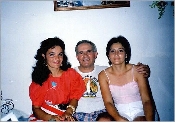 Franklim com a Mildrey à sua direita e a Carmen, mulher do Roca, à esquerda