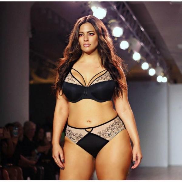 Модель plus-size Эшли Грэм ответила на критику своих занятий спортом