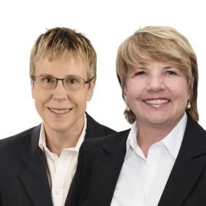 weißer Hintergrund Ilse Otholt-Haneberg und Cornelia Dettmer