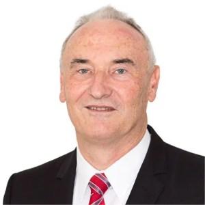 Harald Stapf mit weissem Hintergrund