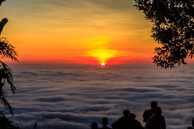 Thú vị buổi sáng thức dậy trên núi Bà Đen