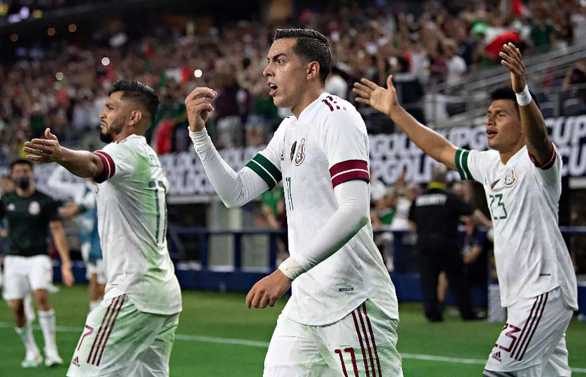 México derrota a El Salvador y avanza a cuartos