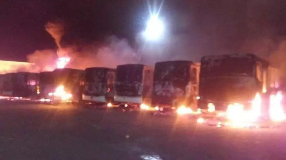 Incendio en SLP consume autobuses de servicio público