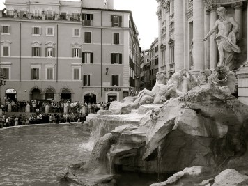 Trevi Fountain in b&w