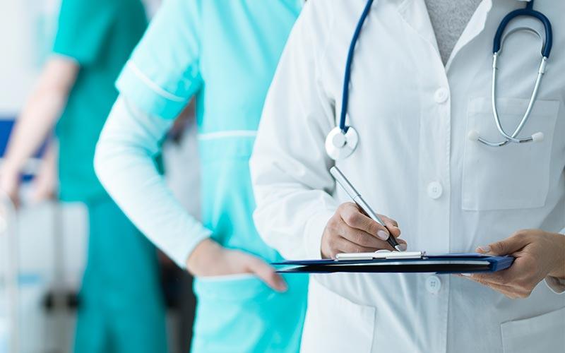 Qual o seguro de vida ideal para o profissional da saúde   Capital ...