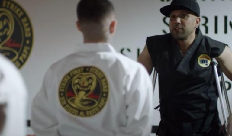 [VIDEO] Netflix se une a las Barras Praderas para la nueva temporada de Cobra Kai