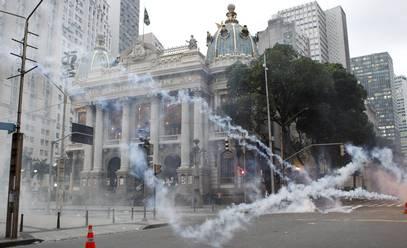 Cinelândia sitiada, na aprovação do plano de carreira da prefeitura do RJ.