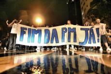 Reivindicação de extinção da polícia militar em manifestação no Rio de Janeiro em 2013