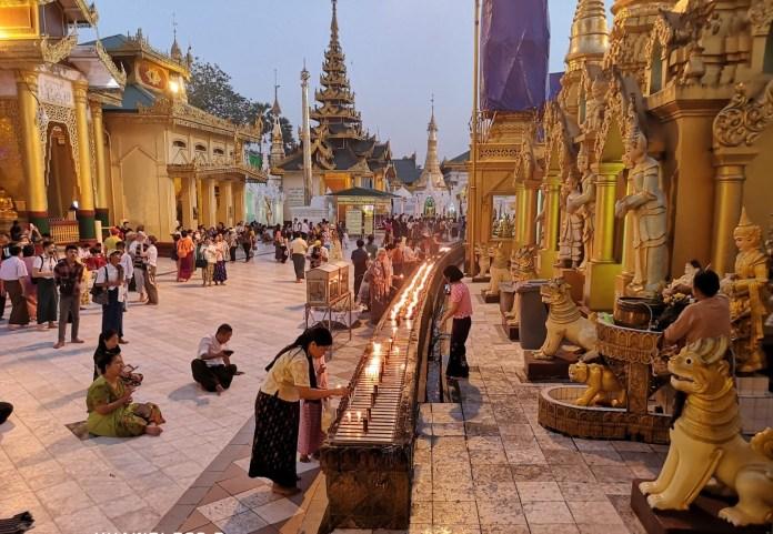 2_Yangon_Shwedagon_Pagoda_by_Isabel_Coelho.jpg
