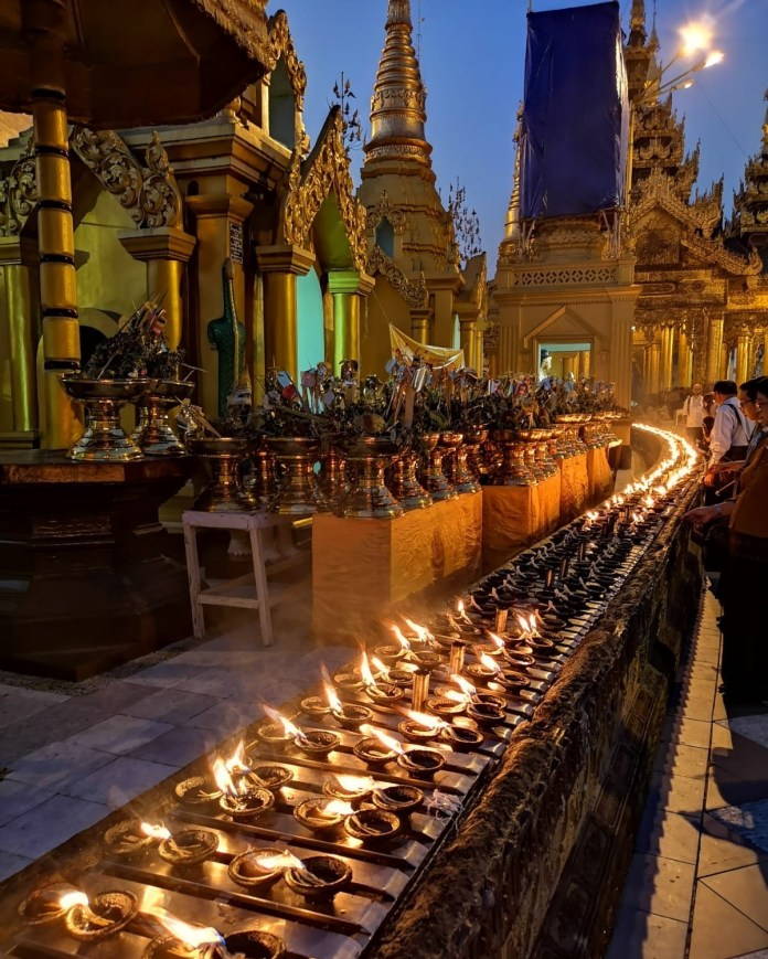 3_Yangon_Shwedagon_Pagoda_by_Isabel_Coelho.jpg