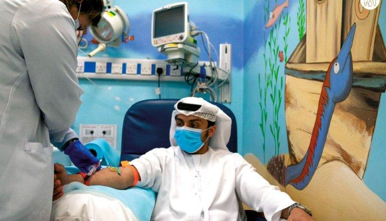 التطعيم بلقاح كورونا في الإمارات