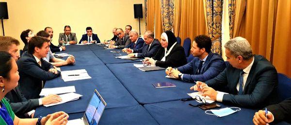 اجتماع وزيرة الصناعة