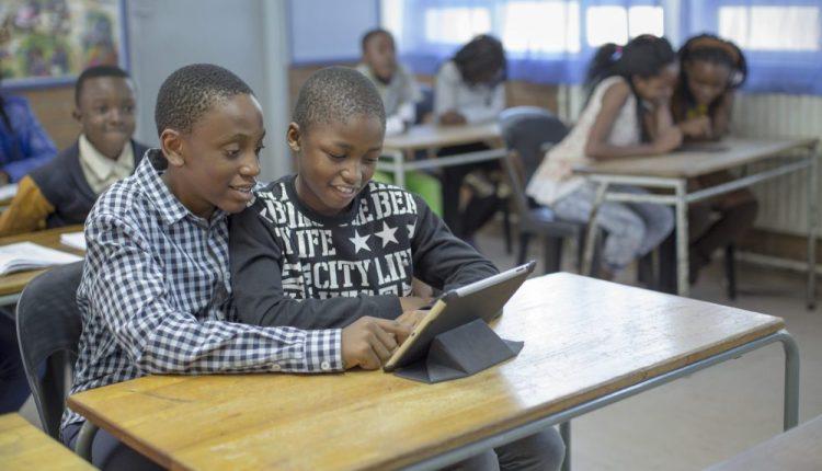 ربط المدارس بالإنترنت يرفع الناتج المحلي للدول الأضعف اتصالًا بنسبة تصل إلى 20%