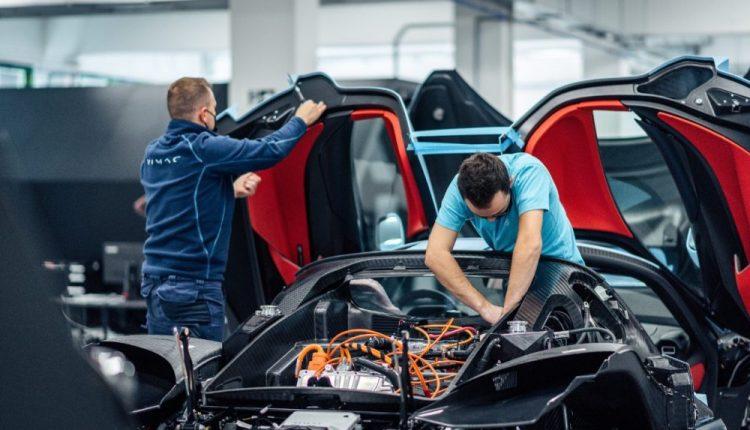 """تطوير """" نيفيرا """" أحدى أسرع السيارات في العالم"""
