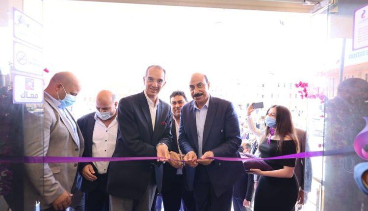 """""""طلعت"""" يفتتح مركز خدمة عملاء المصرية للاتصالات فى محافظة أسوان"""