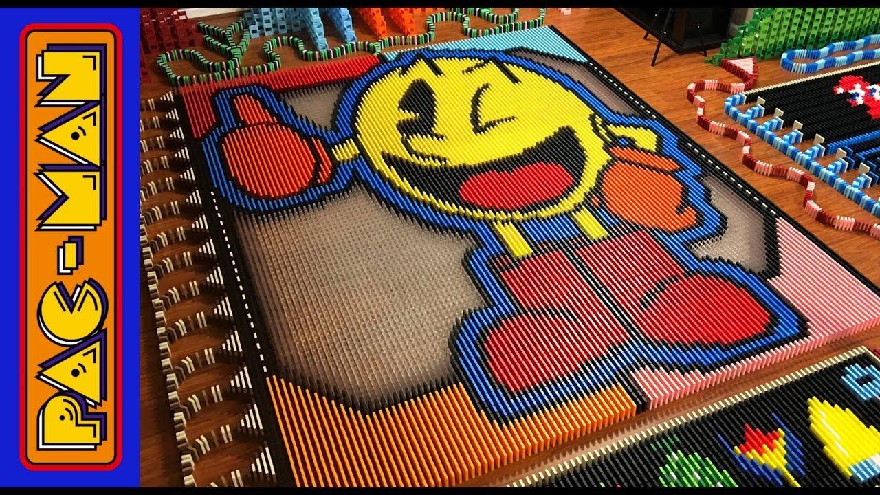 PacMan construido con 22949 dominós
