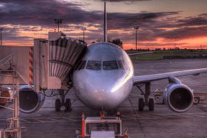 Un polizón muerto y otro herido tras viajar a la intemperie en un avión de Sudáfrica a Londres