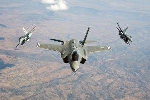 Un F-35 de quinta generación sale perdiendo en un duelo 'cara a cara' con el viejo F-16