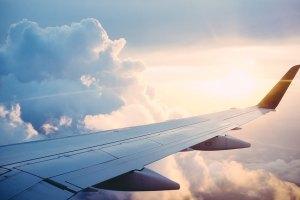 ¿Por qué se usa el titanio en las alas de los aviones?