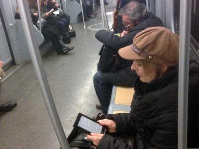 leggendo-metro-2