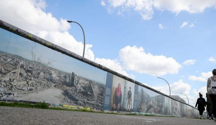 War on wall: una mostra fotografica all'East Side Gallery