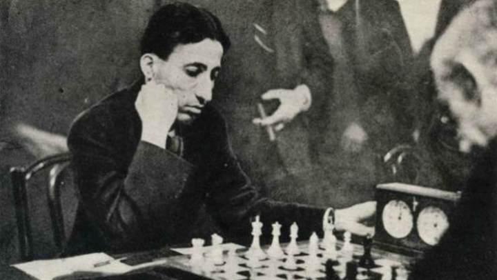 Recensione romanzo Il gioco degli dèi di Paolo Maurensig
