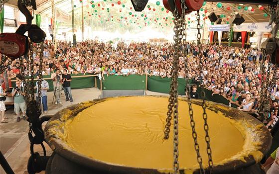 Fim de semana com muita tradição na Festa da Polenta de Venda Nova.