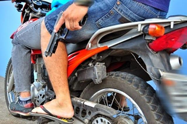 Bandidos assaltam joalheria e dão prejuízo de R$ 20 mil