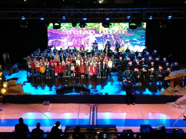 Božićni koncert u sportskoj dvorani u Čapljini