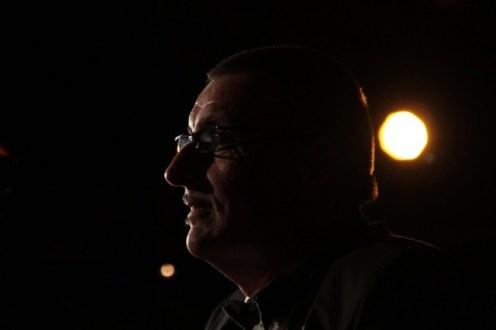 Photographies de José Arrué pianiste lors du spectacle de Maggy Villette, Maggy chante Piaf, photos Serge Briez pour Cap Médiations 2012