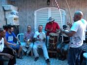Festa com mestres da capoeira para celebrar o aniversário de Vinícius, filho de Mestre Alcides.