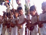 Crianças aprendem capoeira no Amorim Lima, 2006.